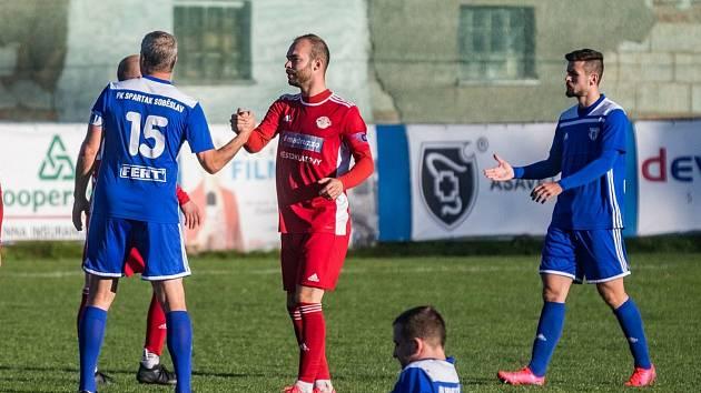 Milan Mészáros (na archivním snímku hráč v červeném dresu) přispěl gólem k remíze 1:1 v Přešticích.