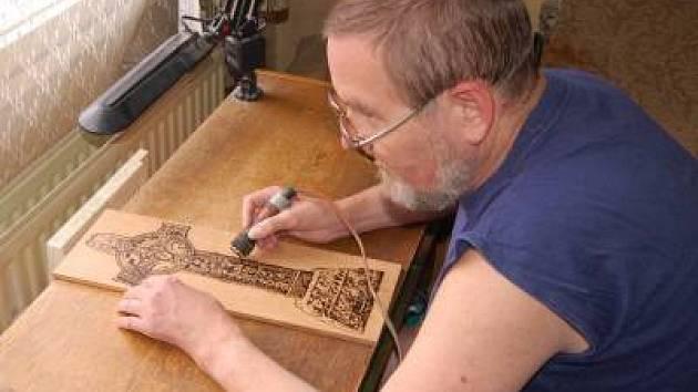 Klatovský výtvarník Karel Šícho, obrazy vypalované do dřeva