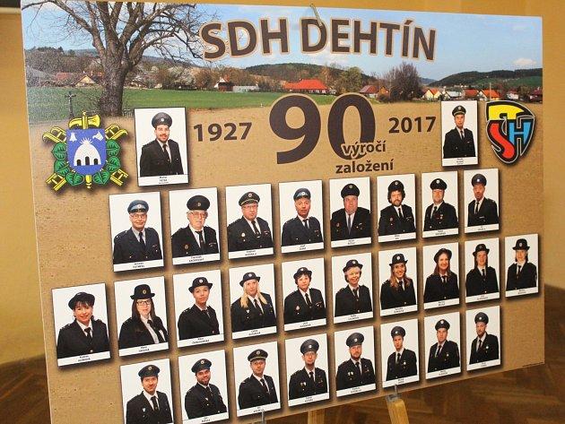 Hasiči v Dehtíně oslavili 90. výročí a odhalili nový znak.