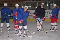 První trénink na ledě ve čtvrtek večer absolvovali druholigoví hokejisté Klatov