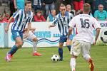 Fotbalisté SK Klatovy 1898 (v bílých dresech) prohráli doma ve II. kole poháru FAČR s Dobrovicemi 0:5.