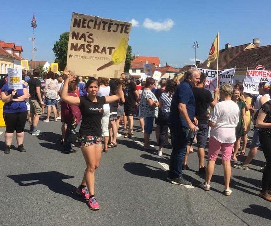 V Kvášňovicích protestovali proti vzniku hlubinného úložiště jaderného odpadu.