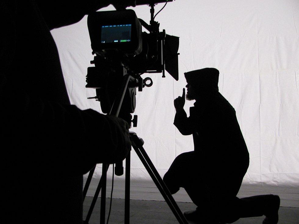 Momentka z natáčení stínoher.
