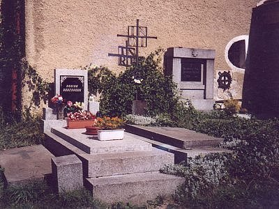 Týnecká hrobka