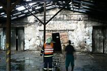 Požár střechy kravína v Radinovech