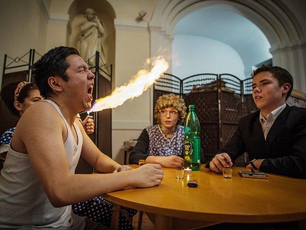 Premiéra divadelního představení Hovno hoří divadla Bezejména v Sušici.