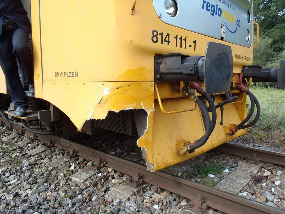 Vlak srazil krávu u Žichovic
