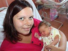 Nela Krůsová ze Švihova (3160 gramů, 49 cm) se narodila v klatovské porodnici 6. října ve 14.40 hodin. Rodiče Tereza a Milan věděli dopředu, že Ondřej (1,5) bude mít sestřičku.