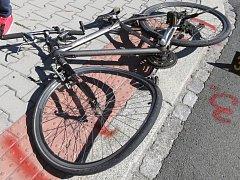Nehoda cyklisty s autem v Klatovech.