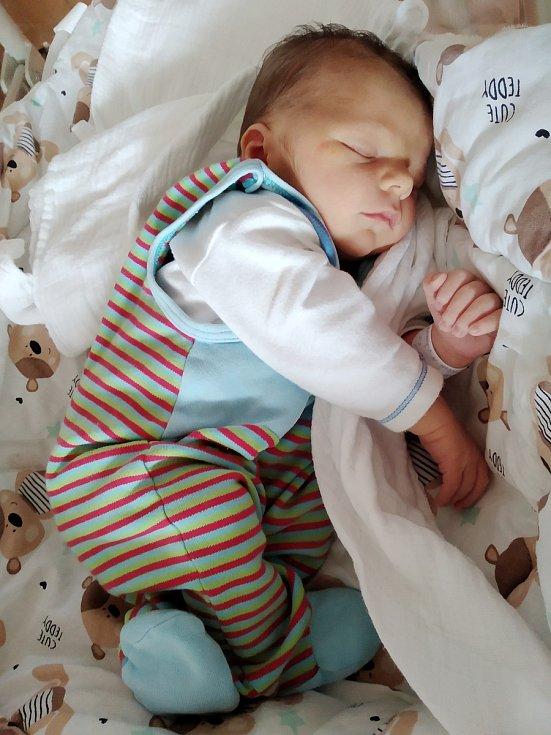 Jakub Jílek se narodil vklatovské porodnici 27. srpna v 9:50 hodin. Maminka Monika a tatínek Lukáš věděli, že to bude chlapeček a těšili se na svoje první miminko.