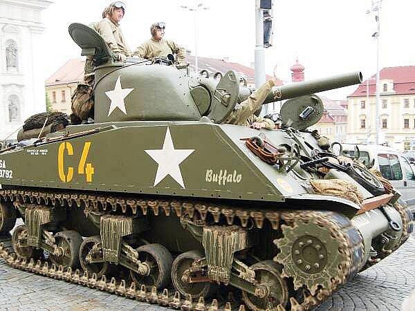 Historická vojenská technika na klatovském náměstí