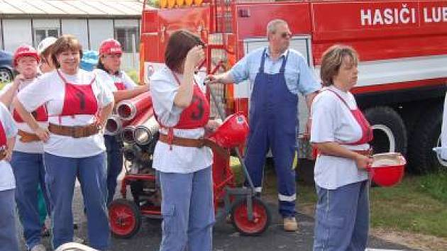 Dobrovolní hasiči a hasičky z celého Klatovska se utkali o víkendu v Měcholupech na celookresní hasičské soutěži.  Přijelo 22 družstev mužů a 12 družstev žen. Počasí celé závody organizátorům přálo, a tak nic nemohlo pokazit tento hasičský svátek.