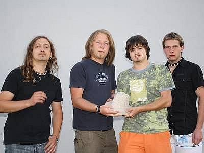 Kapela Skrze srdce převzala hlavní cenu soutěže.