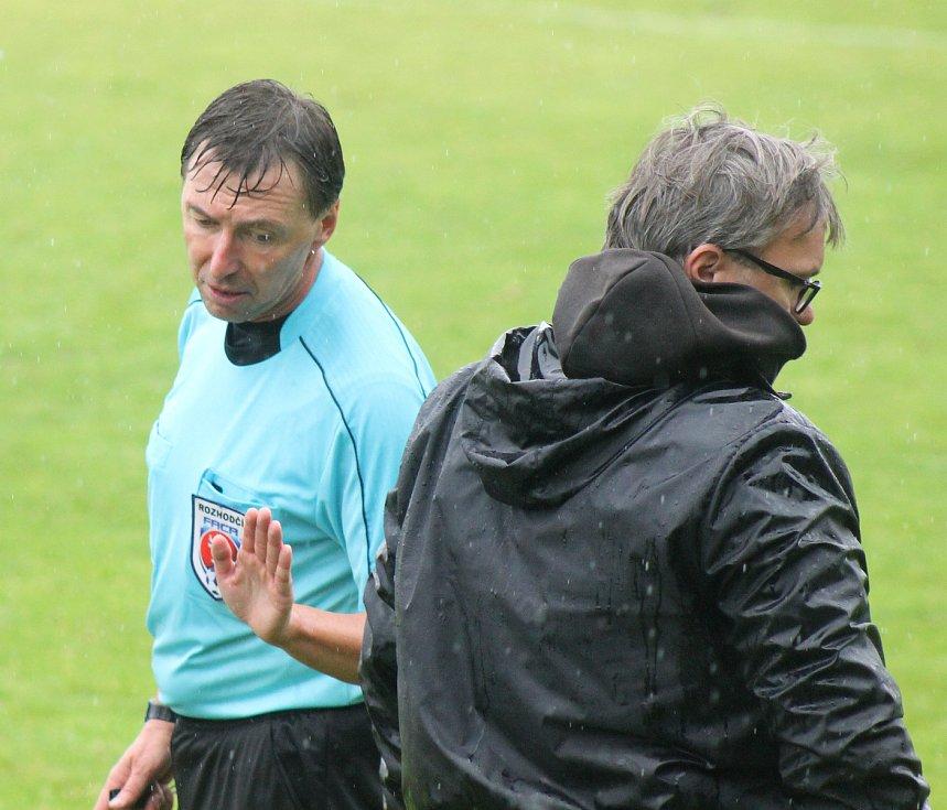 Trenér Petřína Radek Vodrážka nebyl v zápase na půdě Přeštic spokojený. Zejména s výkonem rozhodčího.
