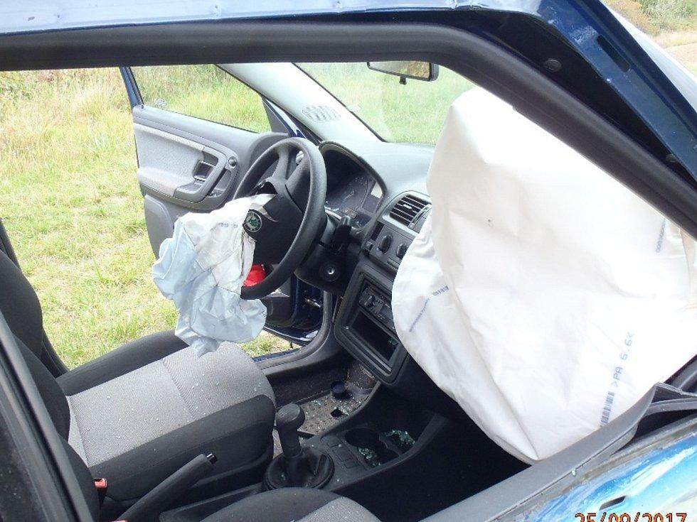 Nehoda nákladního a osobního automobilu u Sušice.