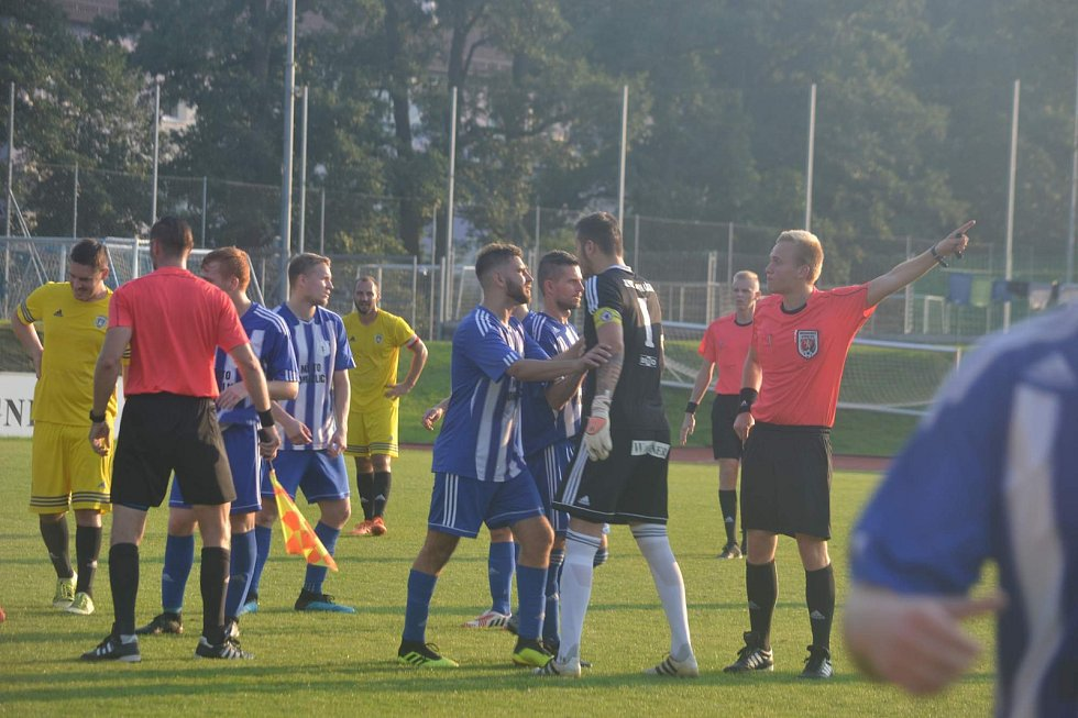 Stříbro (ve žlutém) o gól prohrálo souboj lídrů v Domažlicích.
