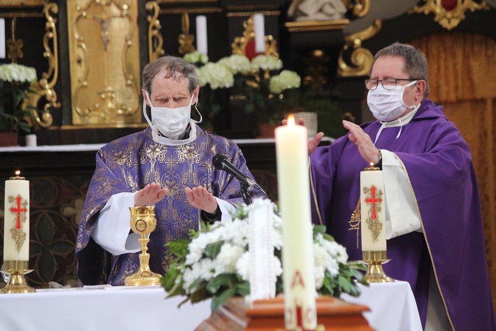 Pohřeb Marie Paluskové v Plánici.