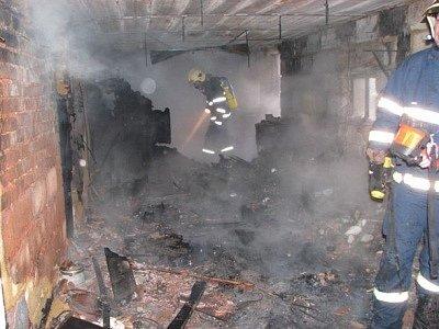 Požár garáže v Tlučné