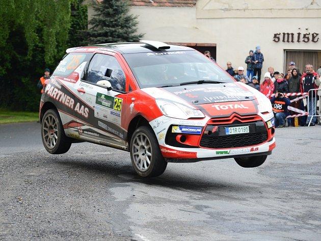 Posádky na tratích druhé etapy šumavských rally