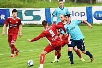 Fotbalisté SK Klatovy 1898 (na archivním snímku hráči v červených dresech) podlehli Katovicím (v modrém) 2:4.
