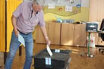 Začátek voleb na gymnáziu, v Masarykově ZŠ a na Vodojemu v Klatovech.