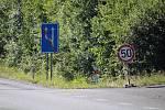 Nový povrch na silnici na Bukováku, zatím chybí pruhy.