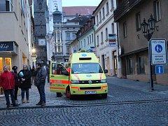 Muž v Klatovech útočil nožem na policisty.