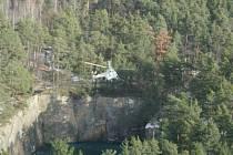 Tonoucí ženu zachránil vrtulník