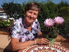 Anna Chlanová s kaktusem.