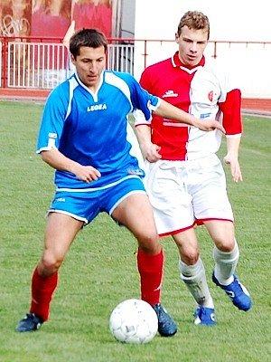 Důležité utkání fotbalové  divize zvládli na výbornou starší dorostenci TJ Klatovy, když na domácím hřišti  porazili  své hosty z Vejprnic 2:0.