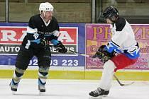 Šumavská liga amatérského hokeje: HC AutoKempf (bílé dresy) - HC Poběžovice 6:1