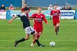 Fotbalisté SK Klatovy 1898 (na snímku hráči v červených dresech ze zápasu s Petřínem Plzeň) nestačili na Cheb, jemuž podlehli 1:3.