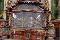 Ostatky římského mučedníka svatého Oenestina byly roku 1729 přivezeny do Klatov a uloženy v jezuitském kostele, kde jsou dodnes.