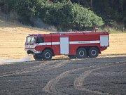 Požár pole nedaleko Kokšína Klatovsku.