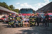 Předání Tatry Terra hasičům ve Volšovech.