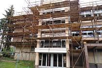 Opravy kulturního domu v Klatovech.