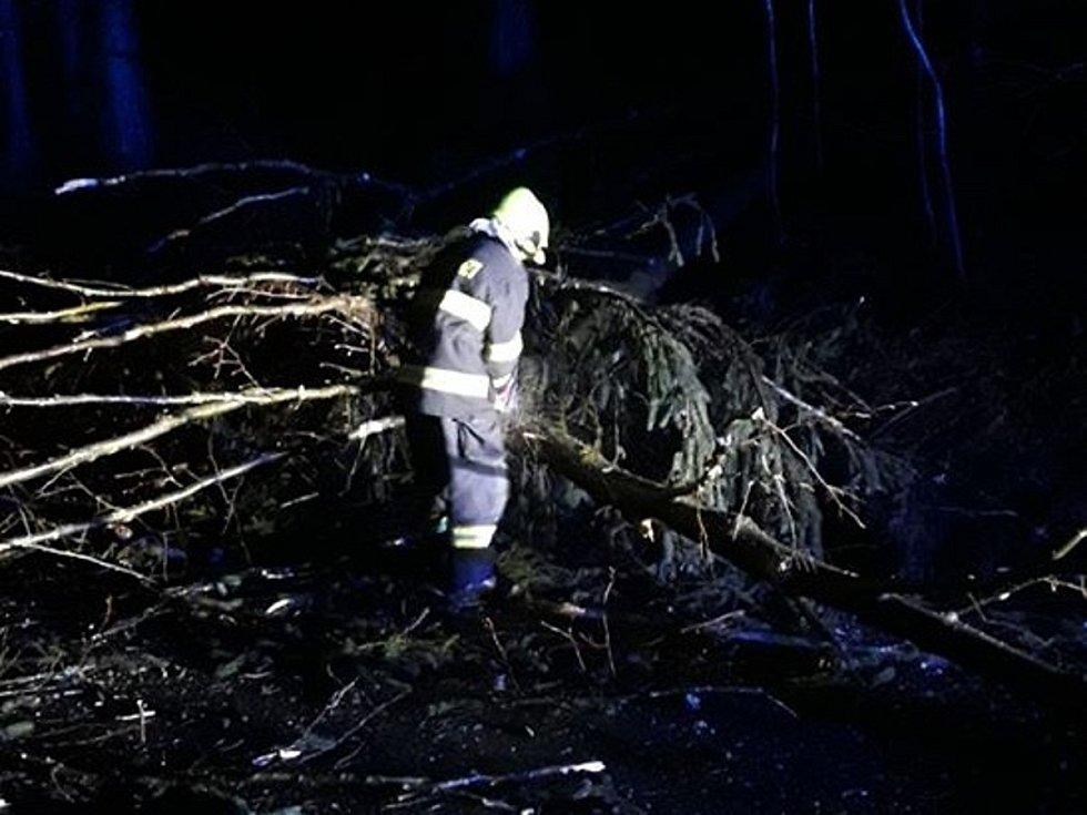 Likvidace následků silného větru na Klatovsku