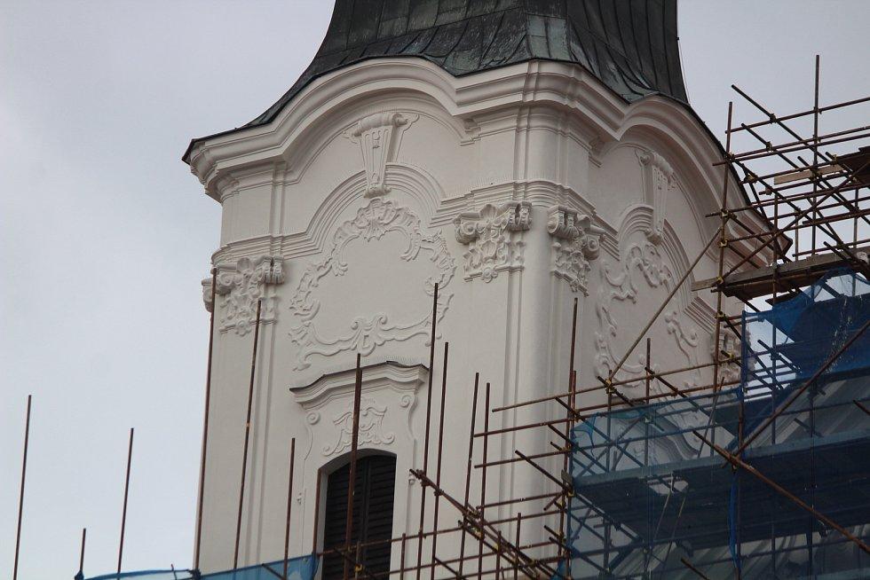 Oprava jezuitského kostela v Klatovech.
