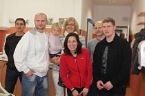 Děti v Klatovské nemocnici dostaly dárky od plzeňských hokejistů.
