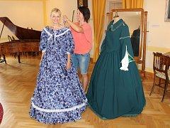 V Muzeu Lamberská stezka v Žihobcích si ženy a dívky mohou vyzkoušet šaty z doby kněžny Kateřiny, k vidění tam jsou i tři výstavy.