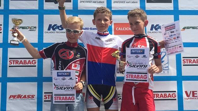 Klatovský cyklista Matyáš Fiala (uprostřed) je mistrem republiky cross –  country v kategorii mladších žáků.
