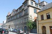 Bývalá továrna na tkanice byla založena v roce 1848. Nachází se ve Vodní ulici u historického centra Domažlic.
