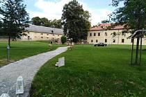 Zámecký areál v Obytcích.