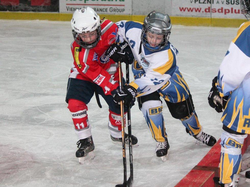Krajská liga přípravek: HC Klatovy (v červeném) - TJ DDM Rokycany 23:17.