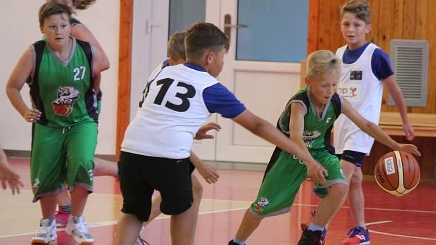 Krajské kvalifikační kolo Junior NBA 2018 v Klatovech: ZŠ Kaplice (zelené dresy) - ZŠ Mrákov