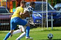 1. A třída: Mochtín (v žluto-modrém) - Svéradice 0:0.