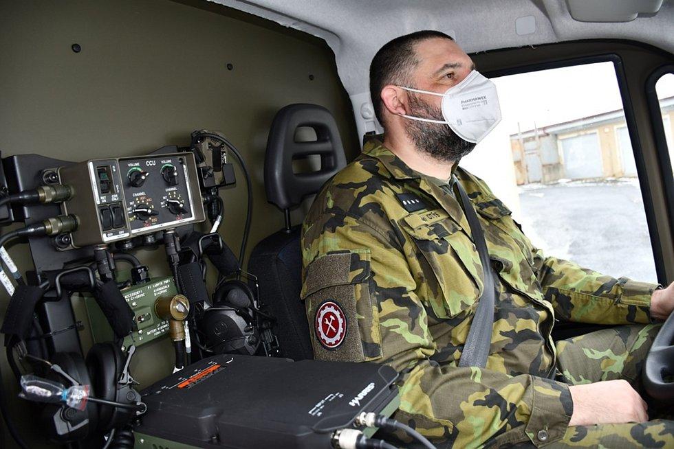 Nová sanitka klatovských vojáků.
