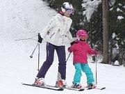 Na Špičáku se lyžuje i v druhé polovině března.