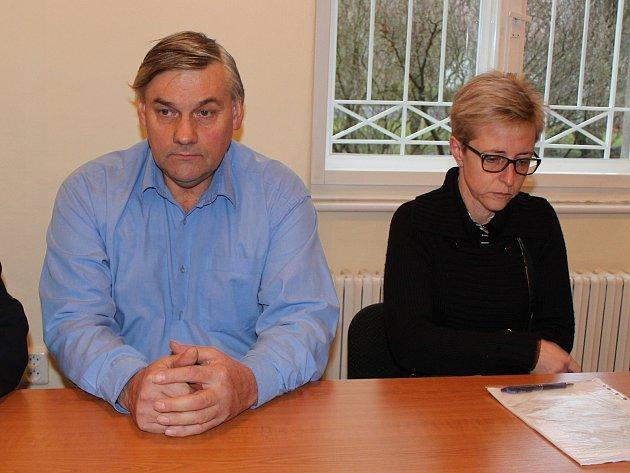 Vladislav Vaňourek (56) a Martina Kotlanová u klatovského soudu .