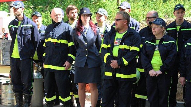 Slavnostní předání nové hasičské zbrojnice v Mlázovech